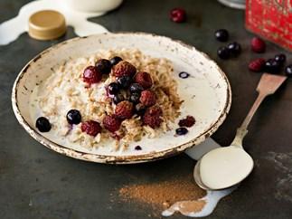 Wholegrain oats with berries