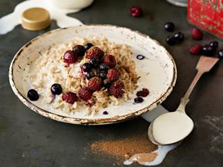 Wholegrain oats with berries