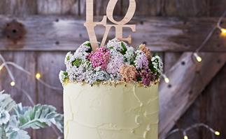 Gorgeous wedding cakes from scratch