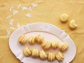 Ginger cream biscuits