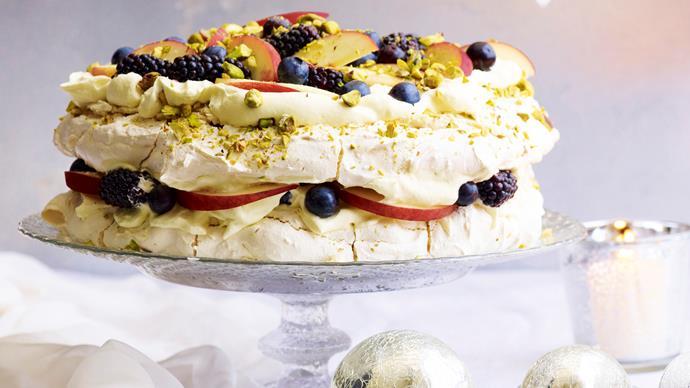 Pistachio meringue with white peaches and berries