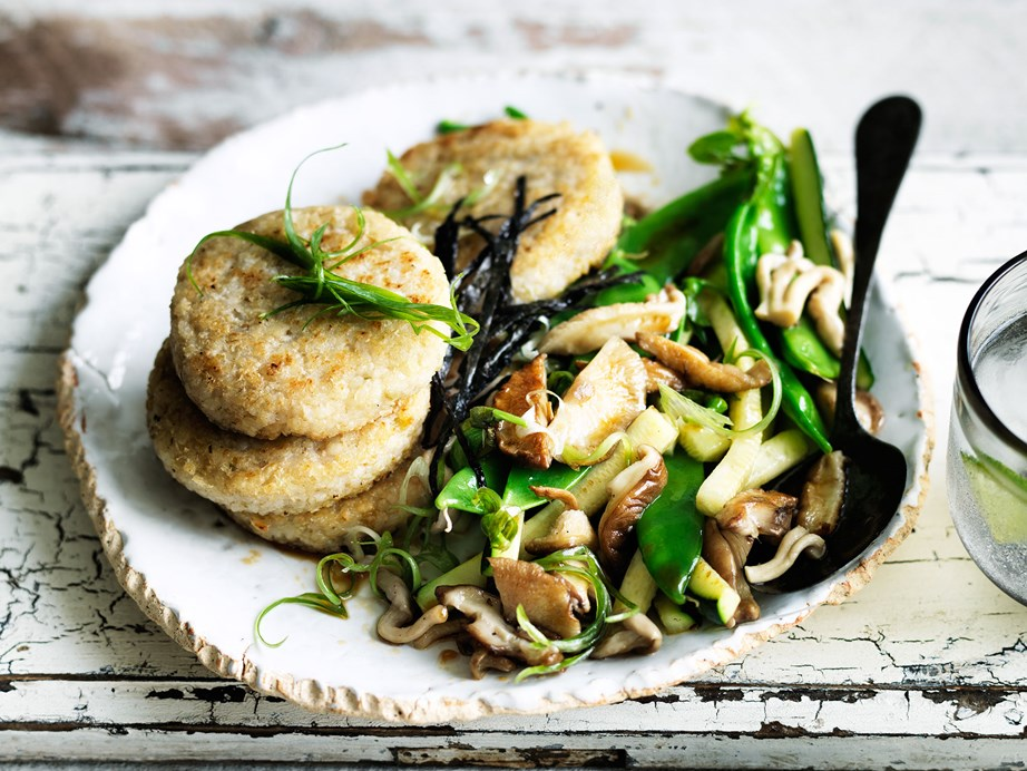 "**[Rice cakes with zucchini and mushrooms](https://www.womensweeklyfood.com.au/recipes/rice-cakes-with-zucchini-and-mushrooms-29412|target=""_blank"")**"