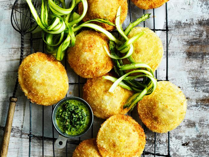 """**[Crisp cheese ravioli with salsa verde](https://www.womensweeklyfood.com.au/recipes/crisp-cheese-ravioli-with-salsa-verde-29418