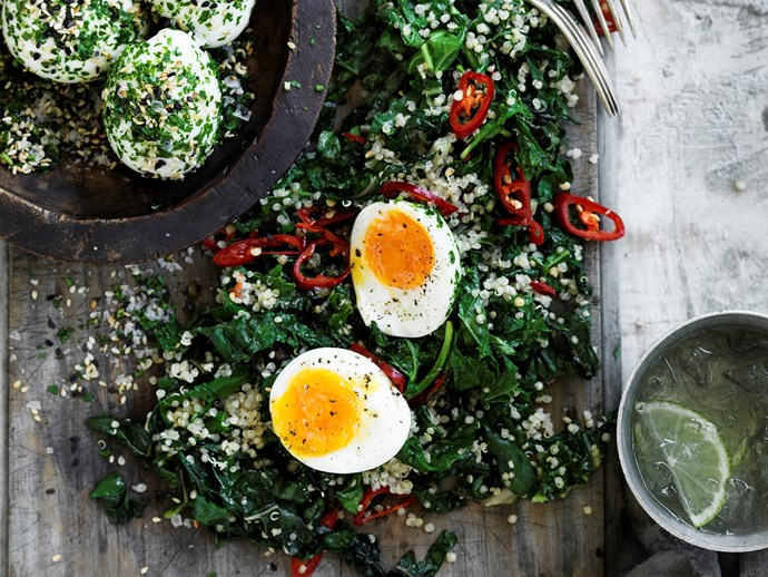 Green quinoa with sesame eggs