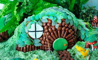 Hobbit's house cake
