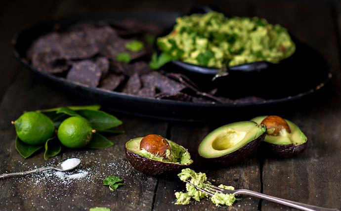 Smashed avocado with blue corn & sesame tortilla chips
