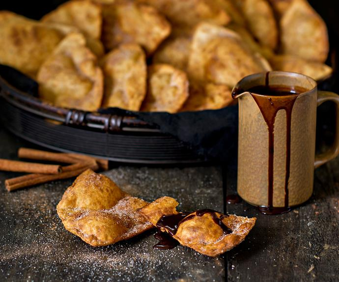 Fast buñuelos with hot chocolate sauce