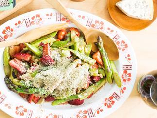 Asparagus and blue cheese salad