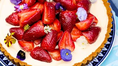 Strawberry tart with gingersnap crust