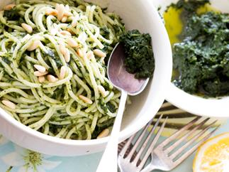 Kale, lemon & garlic purée with pasta