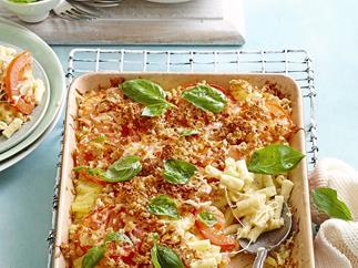 Macaroni cheese with tomato & basil