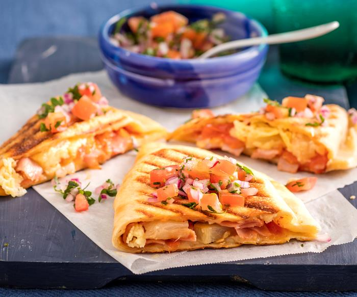 Ham, cheese and pineapple pizza pockets