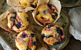 stone fruit and almond cupcakes