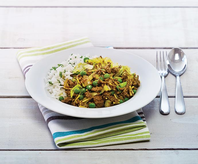 Curried mince with cabbage and rice