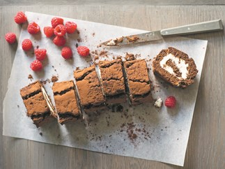 Mocha dessert roll