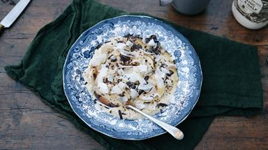 Vanilla brown rice porridge with grated dark chocolate and banana