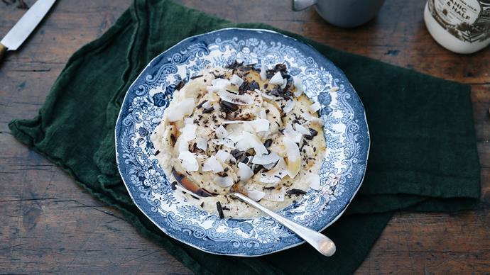 Vanilla brown rice porridge with grated dark chocolate and banana