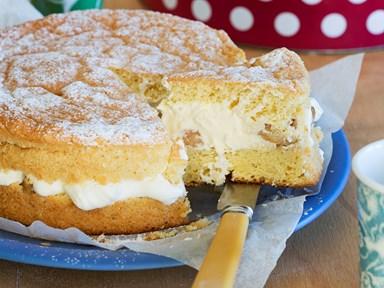 Mum's ginger sponge with feijoa cream filling
