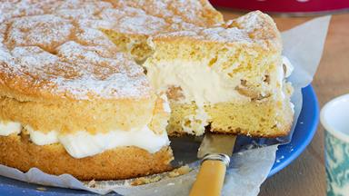 Mum's ginger sponge with feijoa cream filling