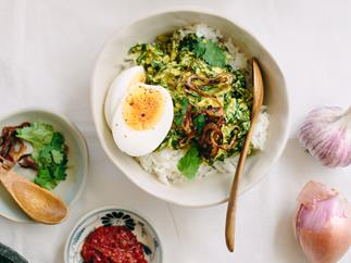 Kale curry with crispy shallots and egg