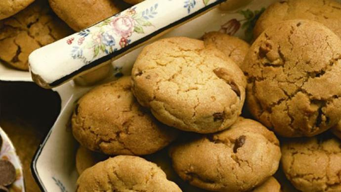 Women's Weekly Vintage Edition: Chocolate chip cookies