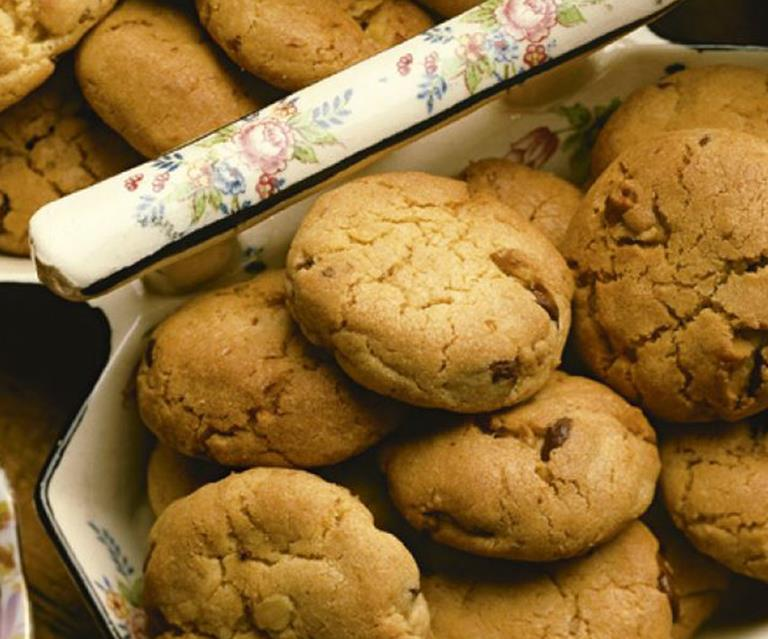 Womens Weekly Vintage Edition Chocolate Chip Cookies
