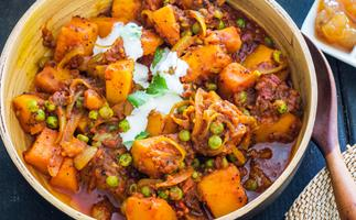 Tender pumpkin and pea curry