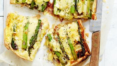 Cheesy asparagus quiche