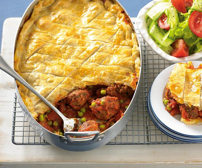 Bolognaise meatball pie