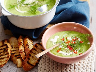 Fennel and pea soup with lemon cream