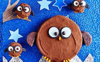 Hoot hoot horray owl birthday cake