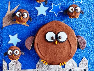 Hoot hoot horray owl birthday cake