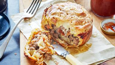 Peppered mince and aged cheddar pie