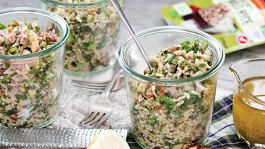 Brown rice tuna crunch salad