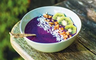 Purple power smoothie bowl