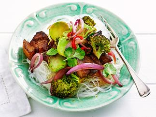 Crispy pork with stir-fried broccoli