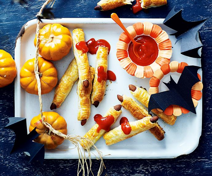 sausage roll halloween zombie fingers