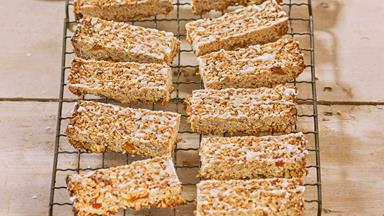 Chewy apricot and coconut granola bars