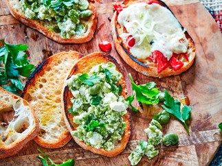 Italian bruschetta with raclette and peppers