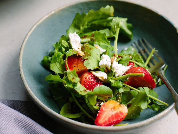 Strawberry and rocket salad with goat's cheese and black pepper dressing