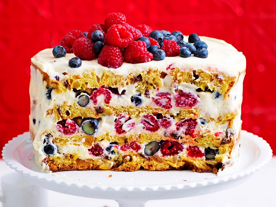 "**[Panettone naked cake](https://www.womensweeklyfood.com.au/recipes/panettone-naked-cake-recipe-1809|target=""_blank"")** This beautiful naked cake uses bought panettone cake to create an easy dessert in no time at all. Finish your cake off with a generous coating of zesty mascarpone frosting for an impressive Christmas treat with minimal effort."
