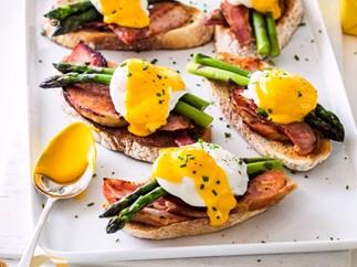Sourdough, ham, asparagus, poached eggs and easy hollandaise