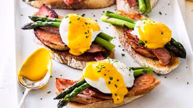 Sourdough, ham, asparagus, poached eggs and easy hollandaise