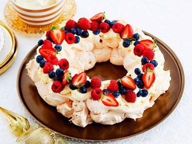 Pavlova wreath with mascarpone cream