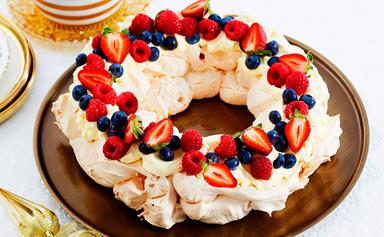 Pavlova wreath with mascarpone cream