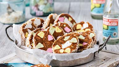 Piña colada lolly cake
