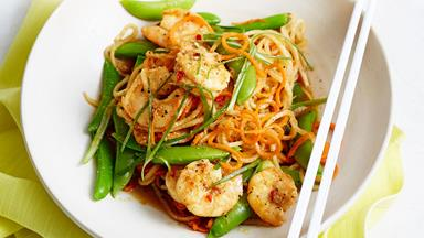 Garlic prawn and daikon noodle stir-fry