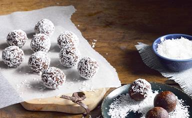Date and nut bliss balls