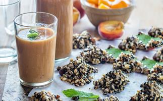 Peach, pear and ginger smoothie with nut clusters