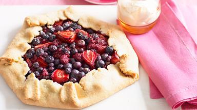 Free-form berry pie